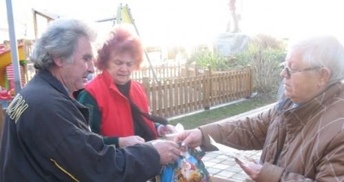 Хора без дом получиха подаръци за Коледа