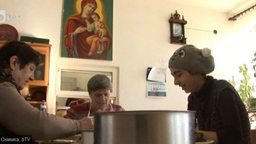 Хора без дом и близки посрещнаха Коледа в приют в Добрич