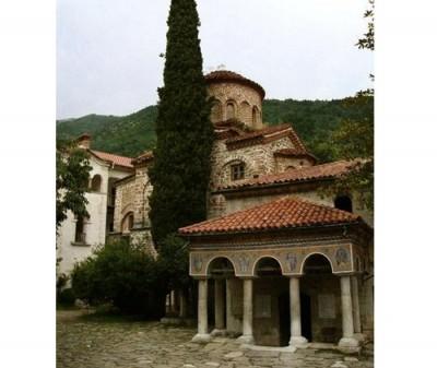 Пловдивски бизнесмени дариха 500 000 лв. за реставриране на стенописите в църквата в Бачковския манастир