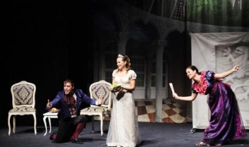 Банкови служители играят театър в Севлиево с благотворителна цел