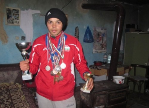 Национален състезател живее с баничка на ден
