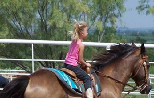 В Русе лекуват деца с увреждания с конна езда