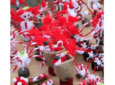 Благотворителен базар на мартеници подпомага потребителите на социални услуги във Велико Търново