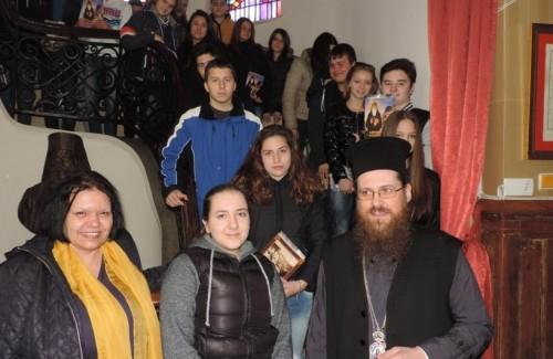 Видински ученици се запознават със Свещеното Писание на урок в митрополията