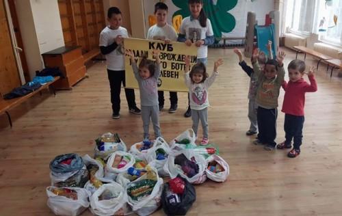 Млади възрожденци с благотворителна инициатива в домове за деца, лишени от родителска грижа