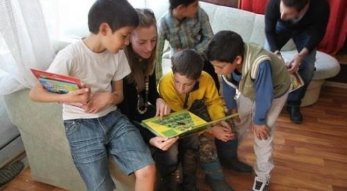 Чети с деца от домове в Международния ден на книгата