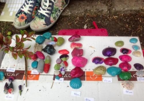 Деца продават мидички, за да спасят болно момиче