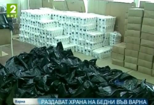 Раздават храни на бедни във Варна