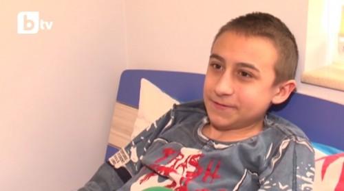 15-годишно момче с мускулна дистрофия има нужда от средства за лечение