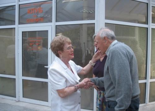 Българската Майка Тереза дари храна на нашенци в Босилеградско