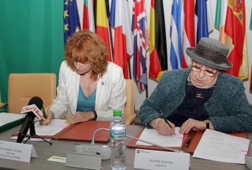 Подписаха договора за дарение за изграждане на Център за талантливи деца в града