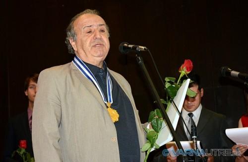 Художникът Стоимен Стоилов дари наградата си на нуждаещи се деца
