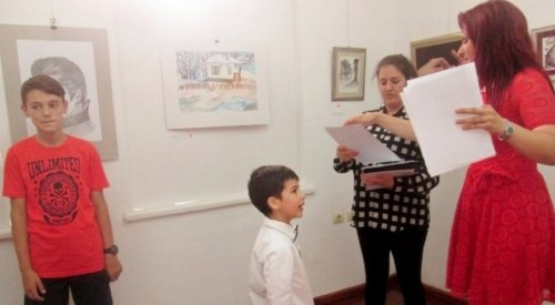 Благотворителната изложба за малката Яна продължава до 10 юни