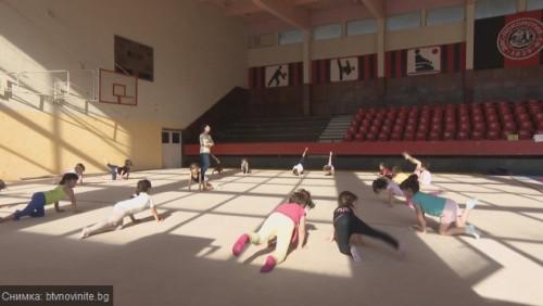 Малки гимнастички от страната събират средства за детското отделение в Пирогов