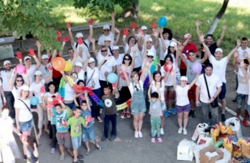 Доброволци зарадваха децата от домa в Долна баня