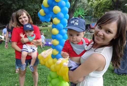Близнаци празнуваха благотворително рожден ден в зоопарка