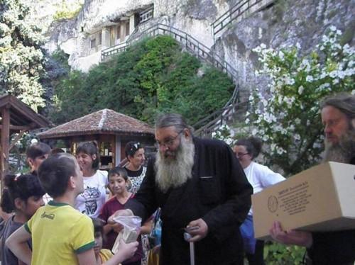 Деца в неравностойно положение гостуваха на Басарбовския манастир