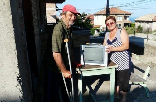 Социално слаби хора с увреждания получиха дарения