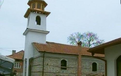 Неврокопският митрополит Серафим извърши обновление на 332-годишен храм в Добринище