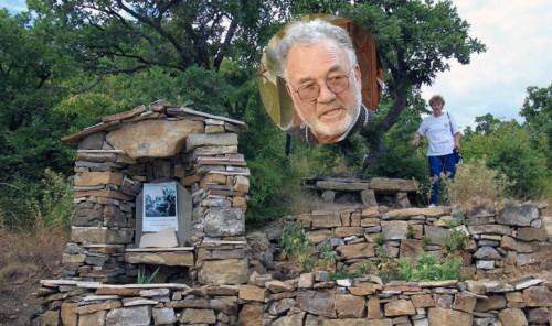73-годишен свещеник изгради 21 параклиса с голи ръце