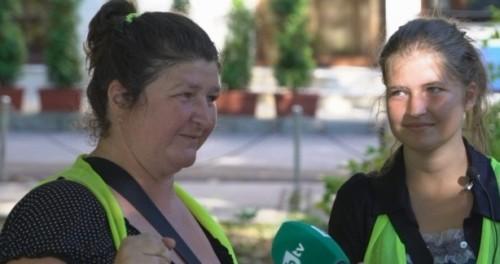 Майка и дъщеря – и двете чистачки, и двете студентки