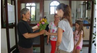 Младежи дариха дрехи на хора с психични проблеми в Пазарджик