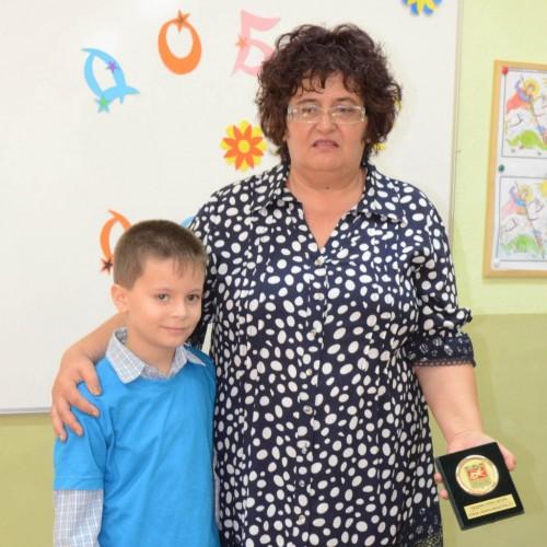 Лекарка предлага помощ на Мишо от Стара Загора