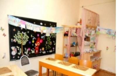 Дарителска кампания събира мебели за помощното училище
