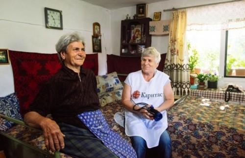 331 болни възрастни хора получиха грижи в домовете си