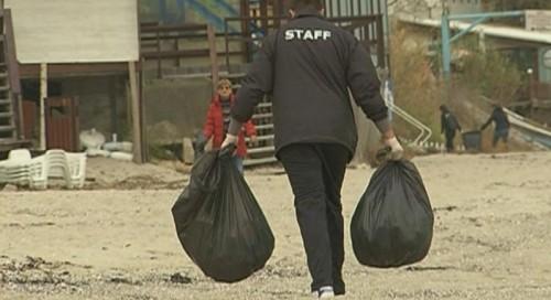 Доброволци изкараха 1 тон отпадъци от варненския плаж