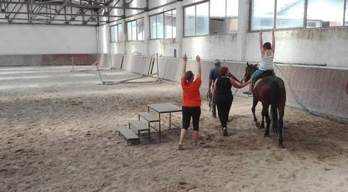 Деца с увреждания спортуваха благодарение на известна банка