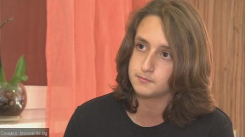 14-годишно момче си пуска коса, за да я дари на онкоболни