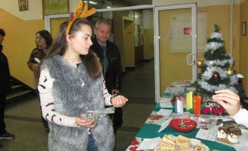 Видински ученици помагат на връстници да посрещнат Коледа