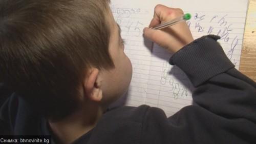 С подкрепа от Българската Коледа момче със синдром на Даун вече говори и пише