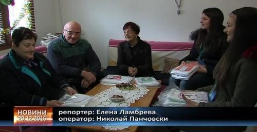Възрастните хора от дома в Главиница получиха подаръци
