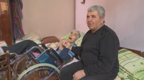 Мъж посвети живота си на своята любима, болна от Алцхаймер