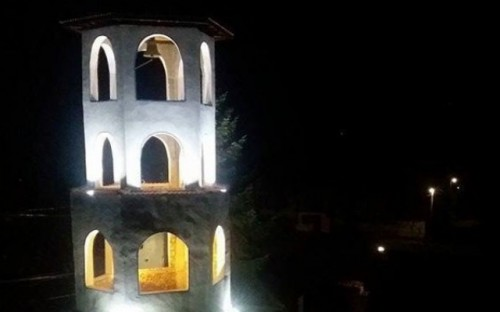 Младоженци дариха пари за осветление на храм