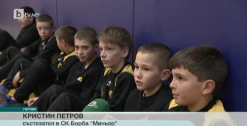 Клубът по борба в Перник помогна на онкоболно момче
