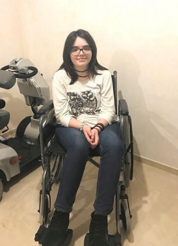 15-годишната Вили с наша помощ може да проходи отново