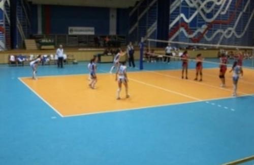 Ученици проведоха благотворителен волейболен мач