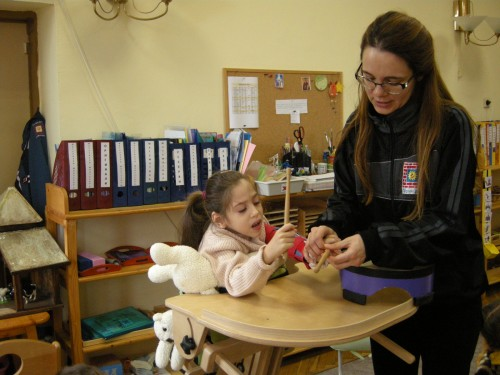 Търсят се средства за музикотерапия на деца със специални потребности