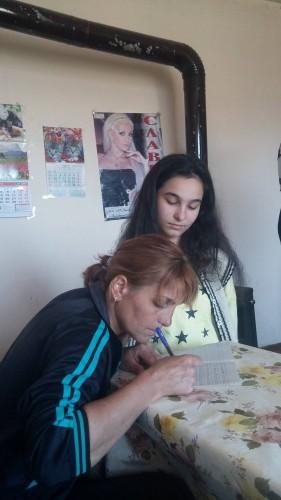 Майка живее с двете си деца в крайна оскъдица