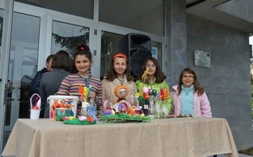 Великденски базар в Сандански събра средства за благотворителност