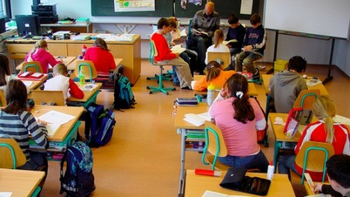Вместо букети за 24 май ученици ще дарят пари на онкоболно момче