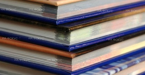 Екипът на младежкия информационно-консултантски център в Кюстендил дари книги на библиотека