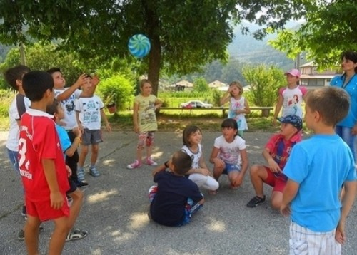 Центърът за обществена подкрепа и читалището в Рудозем организират лятна занималня за деца