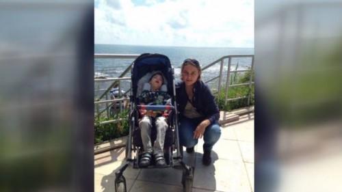 Откраднаха количката на 9-годишно момче с церебрална парализа