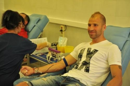Футболисти на ЦСКА дариха кръв