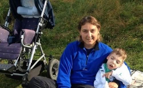 Майката на Илиян дарява събраните пари за откраднатата количка на друго дете