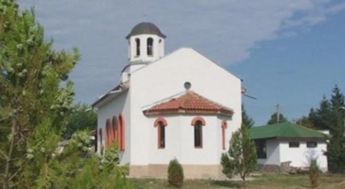Село Ловец с нов православен храм